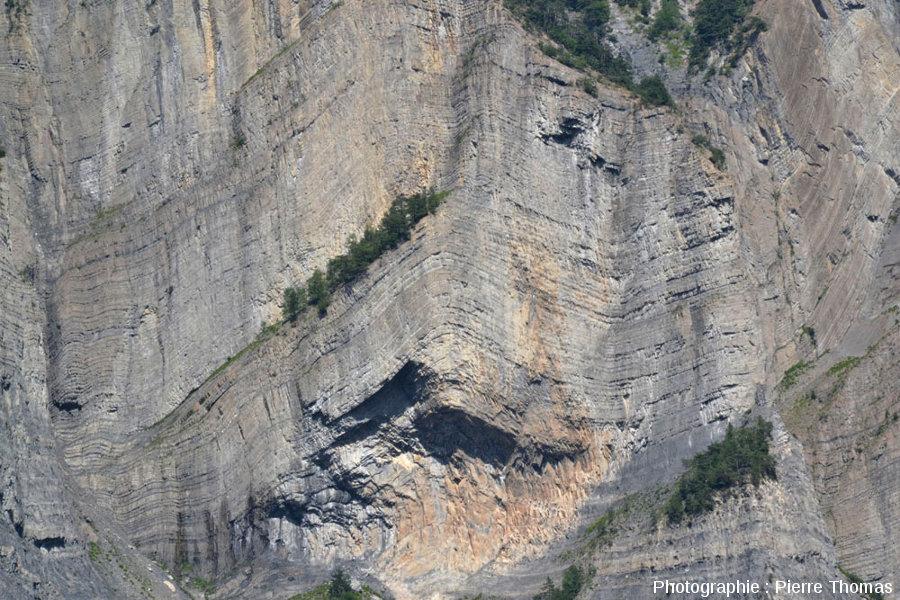 Un anticlinal de la paroi située en face de La Paute, Isère
