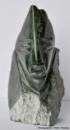 Vue de face de la reproduction d'une statue précolombienne, région de Quito, Équateur