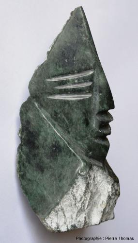 Vue de profil de la reproduction d'une statue précolombienne, région de Quito, Équateur