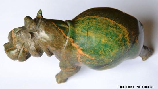 Vue de dessus d'une statuette d'hippopotame sculptée dans une serpentinite - pierre ollaire du Zimbabwe