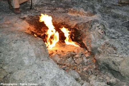 Source enflammée de méthane du site de la Chimère, Cirali, Sud de la Turquie