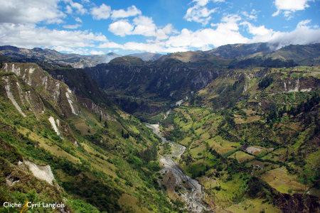 La vallée du Rio Toachi, depuis les environs du village de Chugchilán, Équateur
