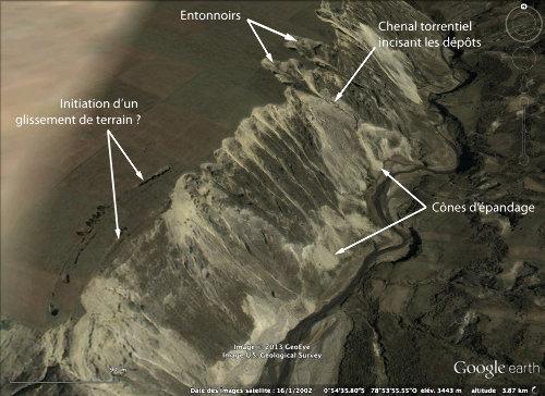 Vue vers le Nord, commentée, de la vallée du Rio Toachi, au SSE du Quilotoa