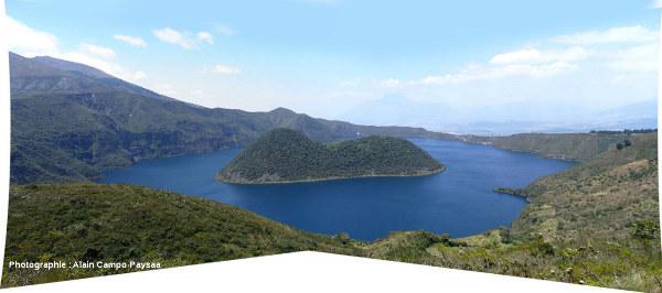 La caldeira de Cuicocha (Équateur), 3,7 x 2,8km de dimension, vue de l'Ouest