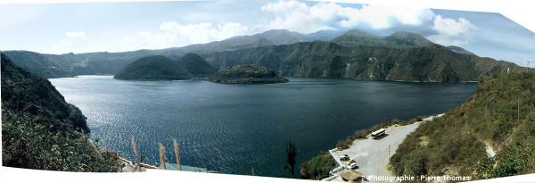 La caldeira de Cuicocha (Équateur), 3,7 x 2,8km de dimension, vue du Sud-Sud-Est