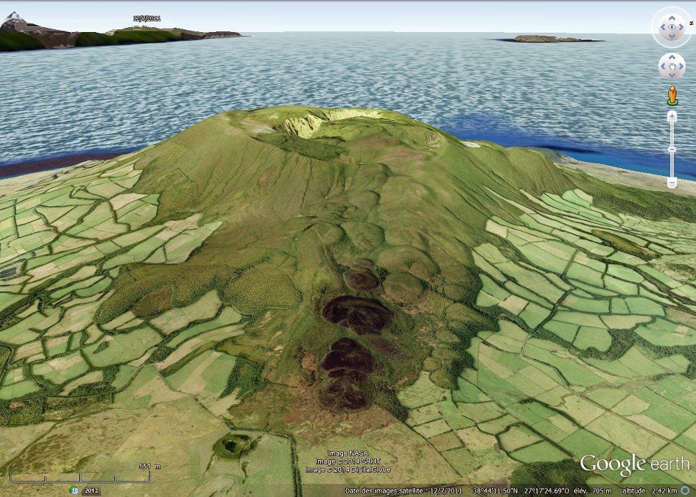 Le volcan, la caldeira et les dômes de Santa Barbara, île de Terceira, Açores
