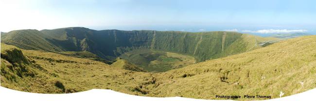 La caldeira de Faial (Açores) vue depuis son bord Sud-Ouest
