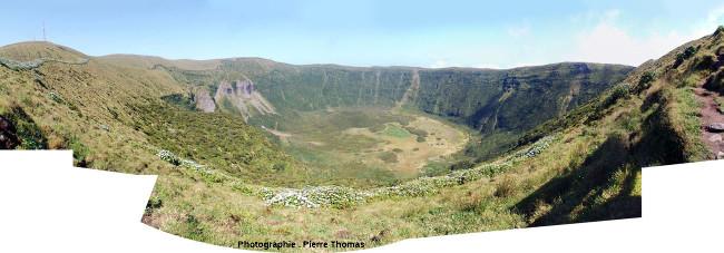 La caldeira de Faial (Açores) vue depuis son bord Sud-Est