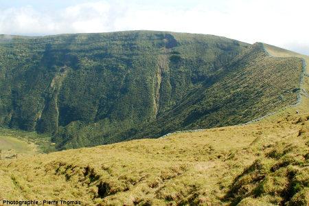 Détail sur le rempart interne Nord-Est de la caldeira de Faial (Açores)