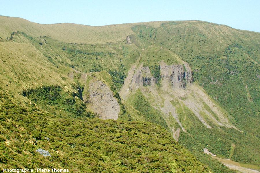 Détail du rempart Sud-Ouest de la caldeira de Faial (Açores)