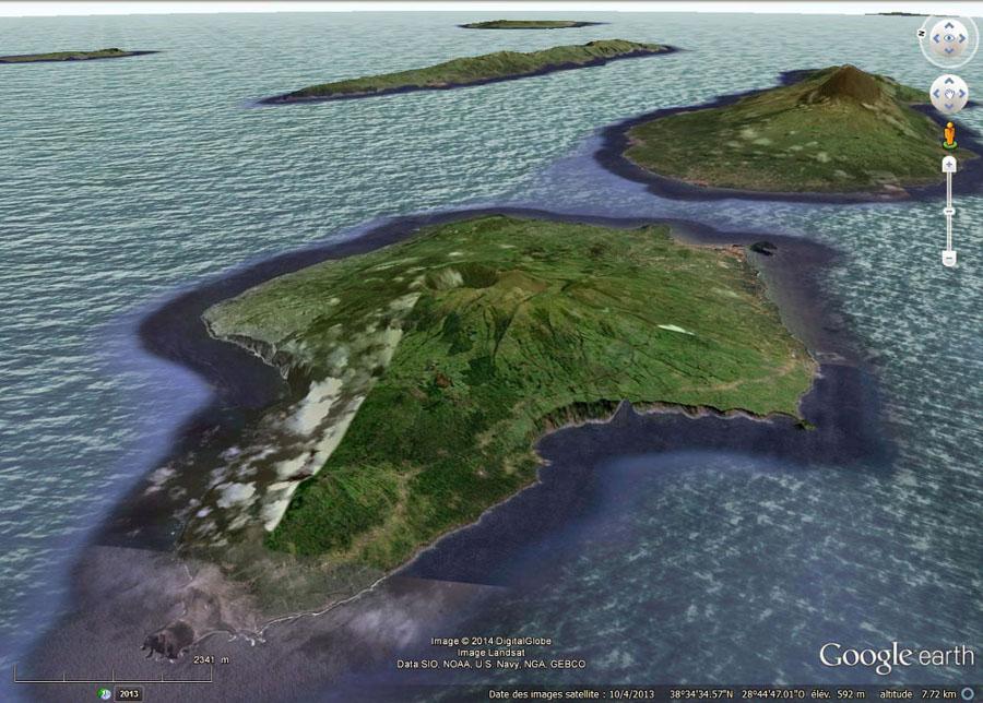 L'île de Faial, avec la Caldeira en son centre