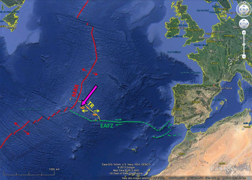 Contexte du volcanisme des Açores: un point chaud sous une dorsale