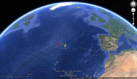 Localisation des îles de Sao Miguel (punaise jaune) et de Faial (punaise rouge) sur le plateau basaltique des Açores, au niveau de la dorsale atlantique
