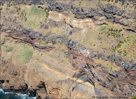 Détail de la moitié inférieure de la falaise ONO de l'île de Sao Miguel (Açores)