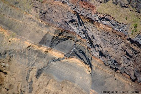 Détail du dyke visible sur la falaise ONO de l'île de Sao Miguel (Açores)