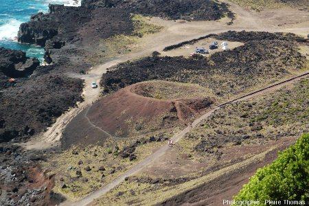 Zoom sur le pseudo cratère et la coulée aa de la Ponta de Ferraria