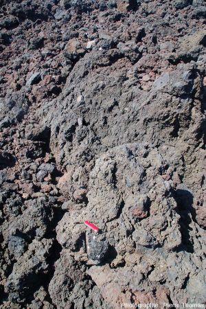Vue globale d'une enclave dans la coulée aa de la Ponta de Ferraria
