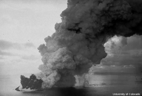 Une éruption surtseyenne ayant eu lieu en 1963 sur l'île de… Surtsey (Islande)
