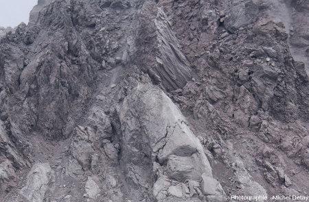 Zoom sur la face Ouest du dôme du Paluweh (Indonésie), 22 février 2013