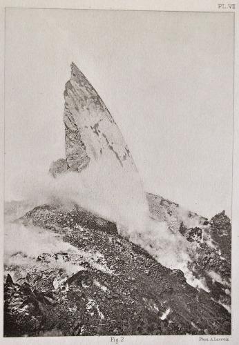 La Grande Aiguille de la Montagne Pelée, photographiée le 8 mars 1903 par Alfred Lacroix