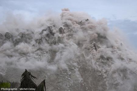 Un des évènements de février 2013, qui a occasionné réactivation des fractures, dégazage, émissions de cendres et poussières…