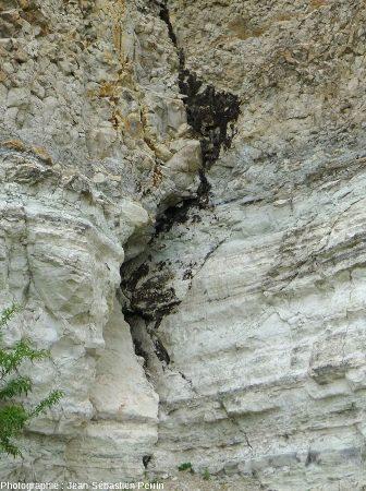 Détail de la fracture ci-dessus, carrière de Cournon (Puy de Dôme)