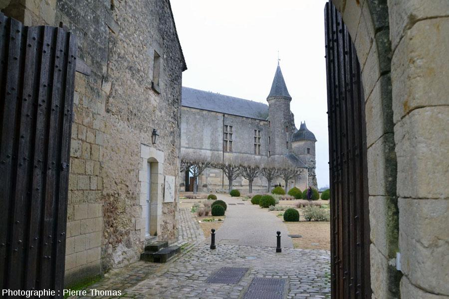 L'entrée du château du Grand Pressigny, au fond, l'aile Renaissance (XVIème siècle)