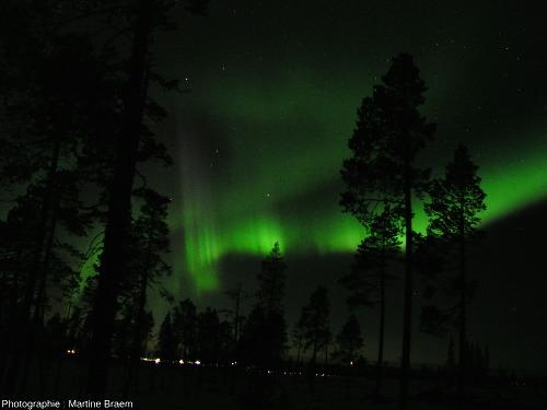 Aurore boréale prise en mars 2004 près d'Ivalo (Laponie finlandaise)