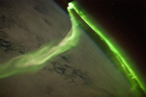 Aurore boréale photographiée depuis la station spatiale internationale le 24 mai 2010
