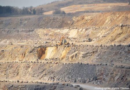 Zoom sur les paliers du versant NO des Carrières du Boulonnais