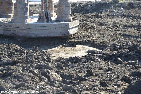 Empreinte de la chute de la masse de 12 tonnes après un choc unique sur un sol déjà pré-compacté