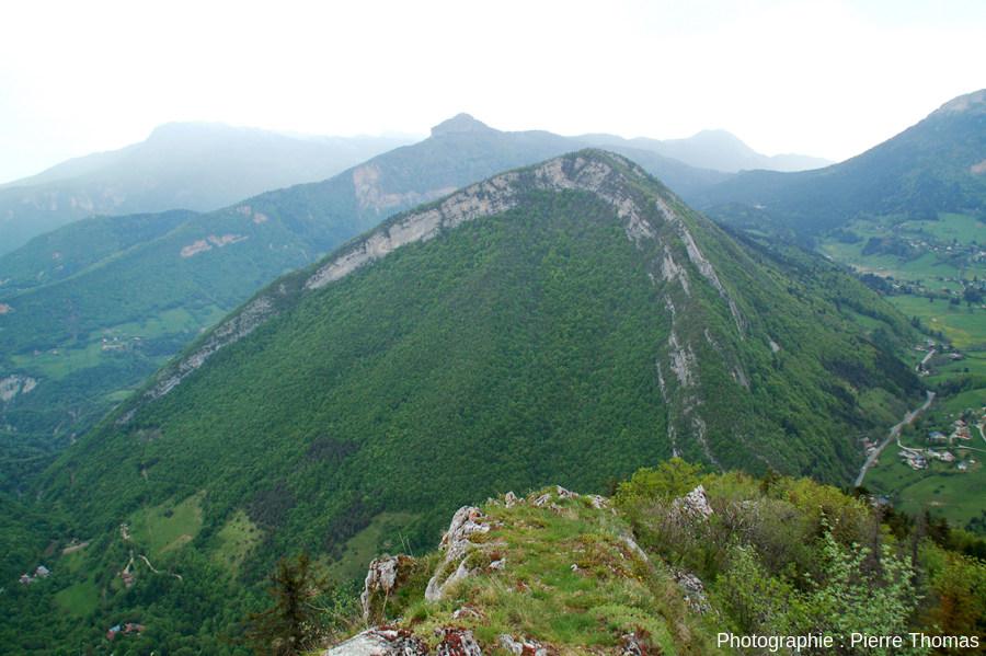 L'anticlinal conforme de l'Écoutoux vu depuis le sommet du Mont Saint Eynard