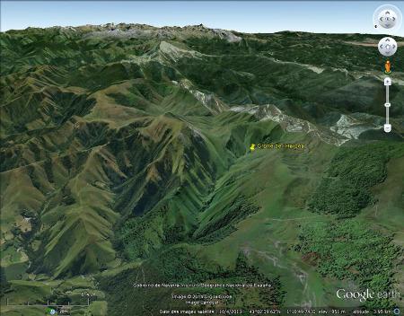 Vue, de manière oblique, du secteur de la grotte d'Harpéa, Estérençuby (Pyrénées Atlantiques)
