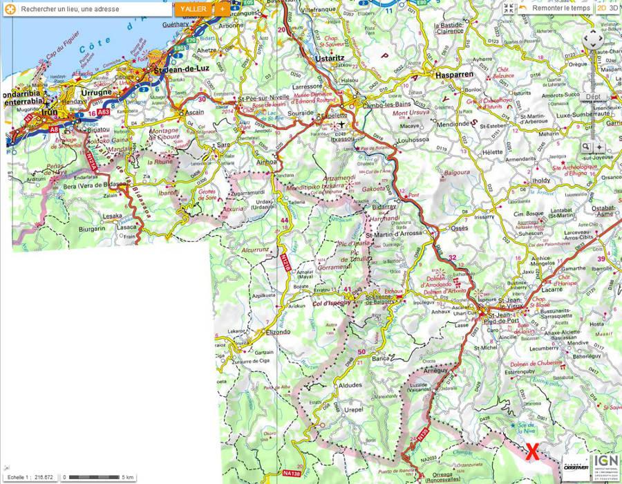 Localisation de la grotte d'Harpéa (croix rouge) sur cartes IGN globale