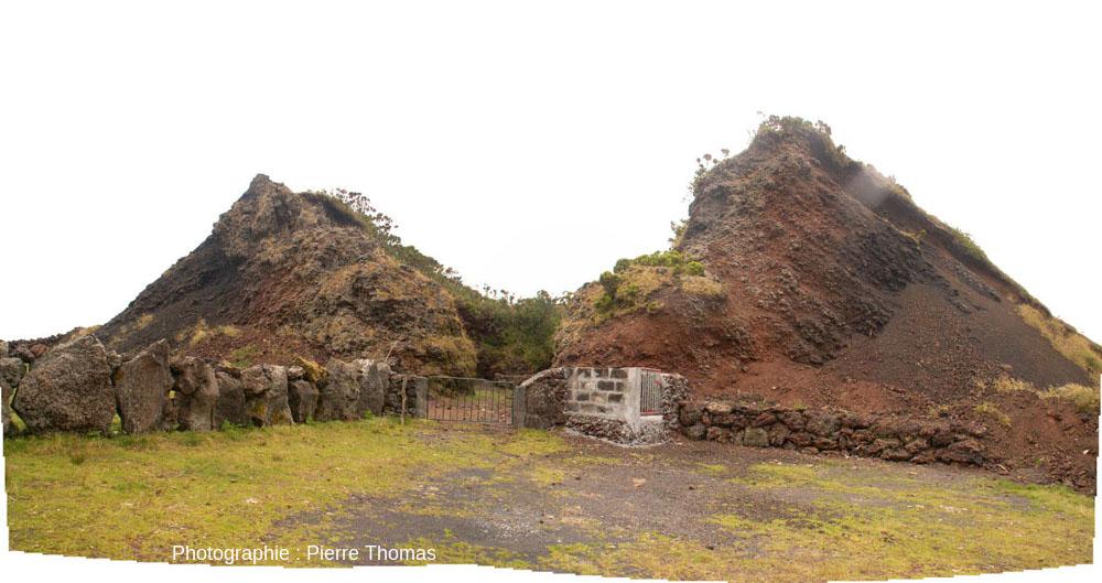 Petit cône adventif légèrement égueulé situé sur le flanc Ouest du volcan Pico, le plus haut des Açores (2351m), sur l'île Pico