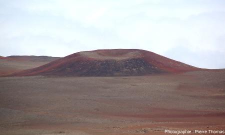 Petit cône de scories situé à 4000m au SE du sommet du Mauna Kea