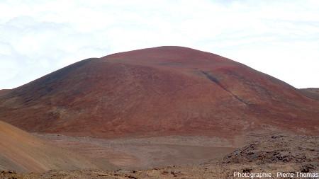 Petit cône de scories situé à 2400m à l'Ouest du sommet du Mauna Kea