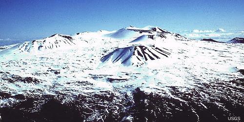 Les cônes de scories de la zone sommitale du Mauna Kea en hiver
