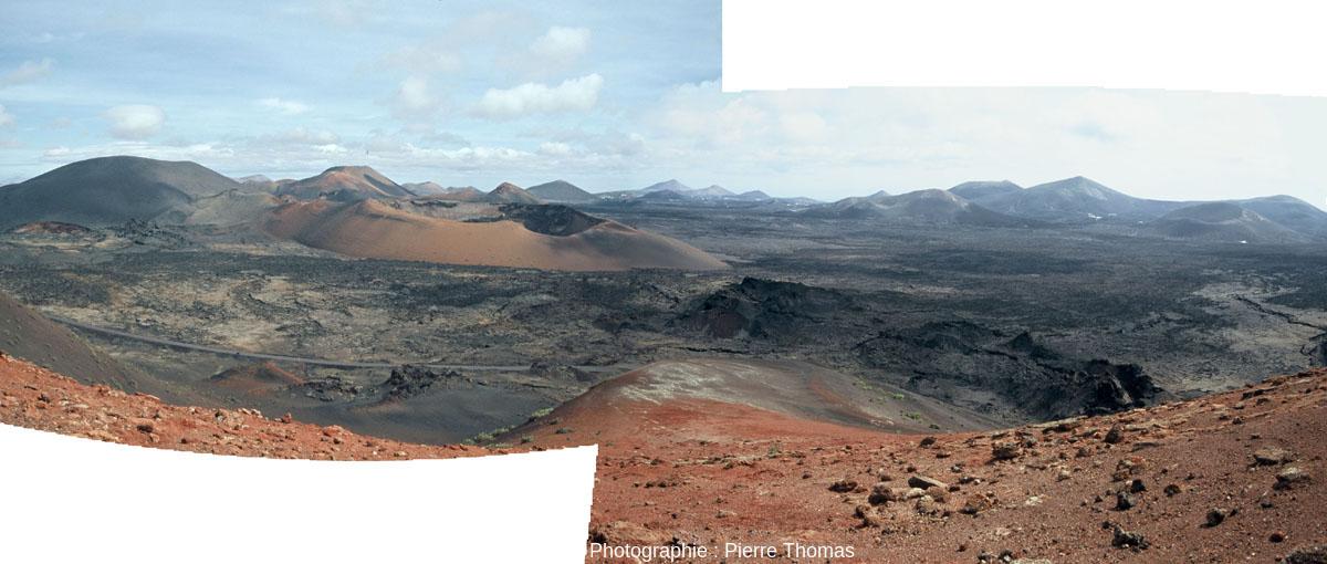 La caldeira de Corazoncillo vue du ras du sol, avec une coulée en premier plan