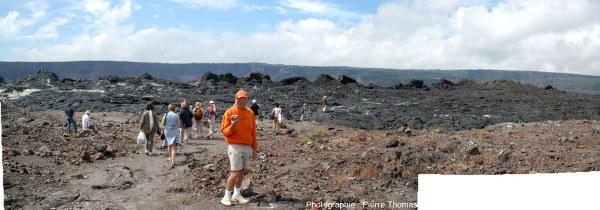 Vue globale sur l'alignement de spatter cones de 1982 édifié sur le plancher de la caldeira du Kilauea, Hawaï