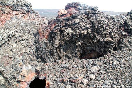 Vue globale d'un spatter cone de l'alignement de 1982 formé sur le plancher de la caldeira du Kilauea, Hawaï