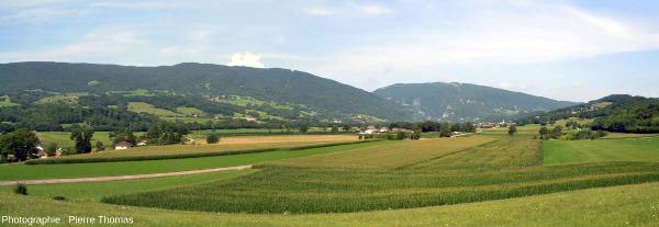 La Montagne du Gros Foug vue de l'Est, quelques kilomètres au Sud de l'entrée du Val de Fier