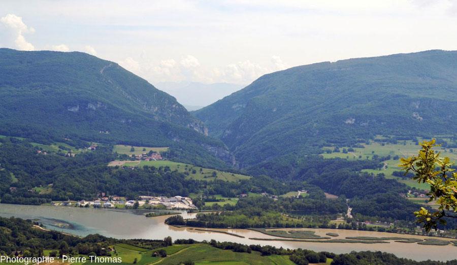 """La sortie (aval) du Val de Fier vue de """"juste en face"""""""