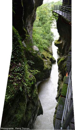 L'entrée (amont) des Gorges du Fier (Haute Savoie), vue vers l'amont et vers le bas