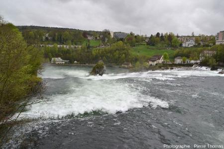 Les chutes du Rhin vues de l'amont