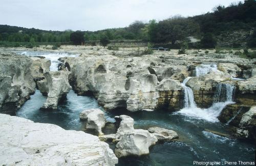 Partie amont des cascades du Sautadet et de ses marmites, depuis la rive droite de la Cèze