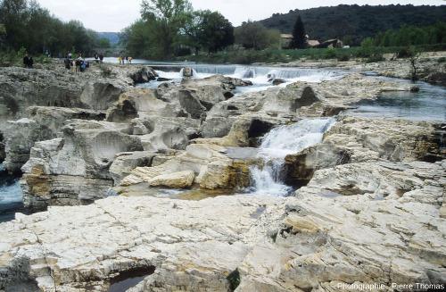 Partie amont des cascades du Sautadet et de ses marmites, depuis la rive gauche de la Cèze