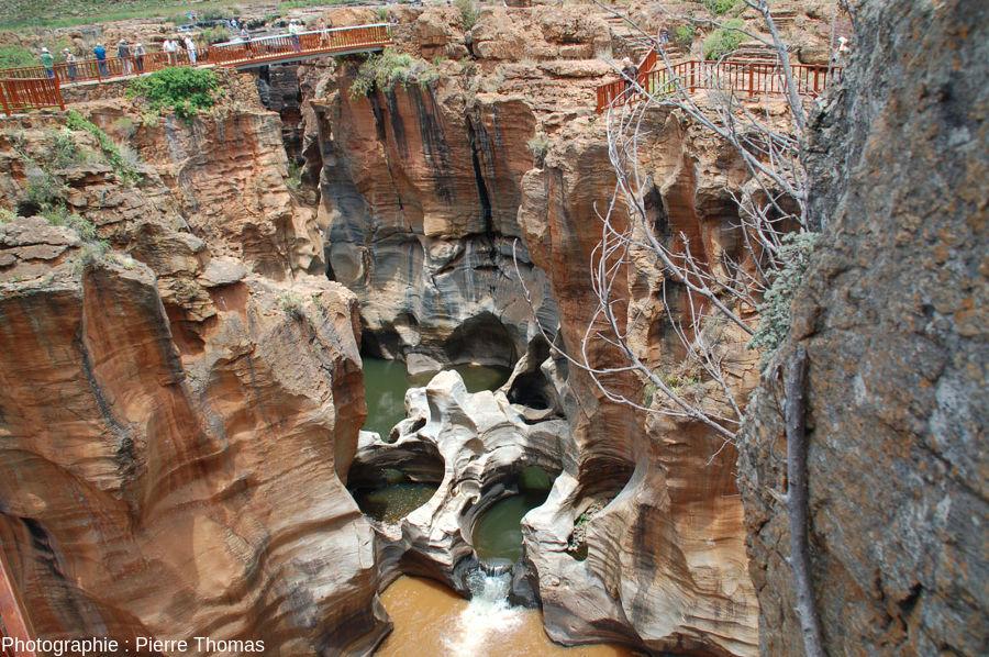 Confluent de la Treur et de la Blyde et de ses marmites vu depuis un pont bâti sur la Blyde, 10m en aval