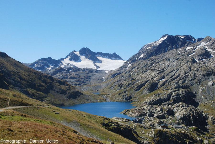 En chemin vers le glacier de Saint Sorlin que l'on voit au fond de la vallée et dont le front est encore à 3,6km