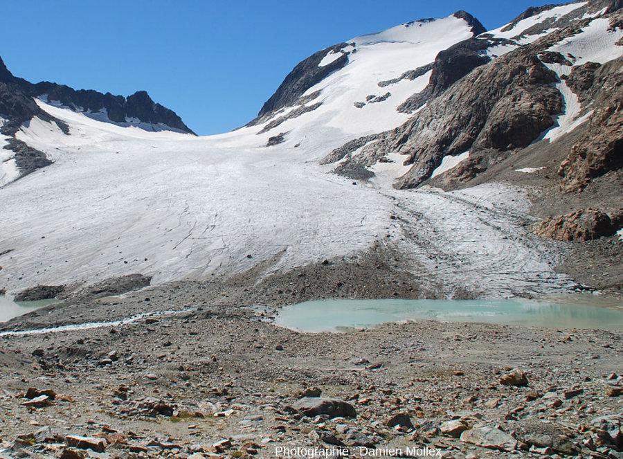 Détail de la rive gauche du glacier de Saint Sorlin et de son petit lac